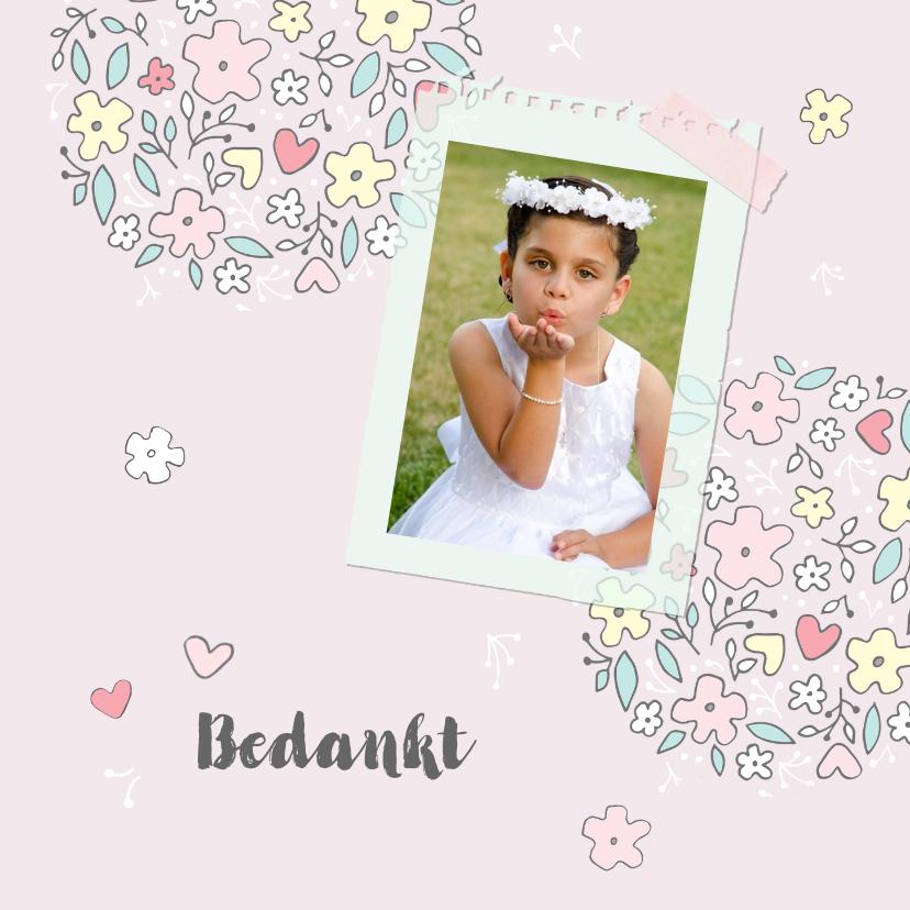 Communiekaarten - Bedankkaart communiefeest meisje met bloemen