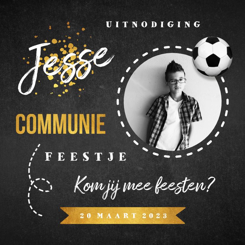 Communiekaarten - Communie uitnodiging stoer goud krijtbord voetbal foto