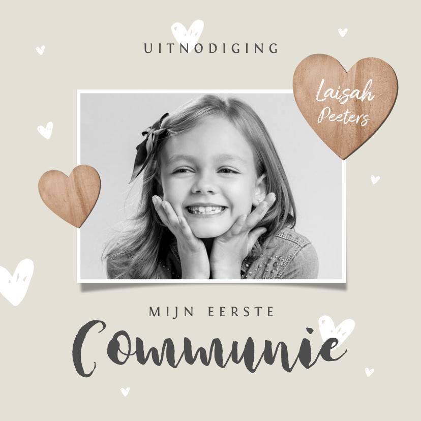 Communiekaarten - Communiefeest meisje uitnodiging fotokaart houten hartjes