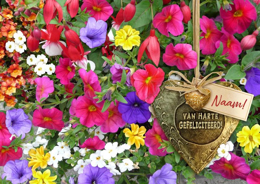 Felicitatiekaarten - Felicitatiekaart bronskleurig hart tussen mooie bloemen