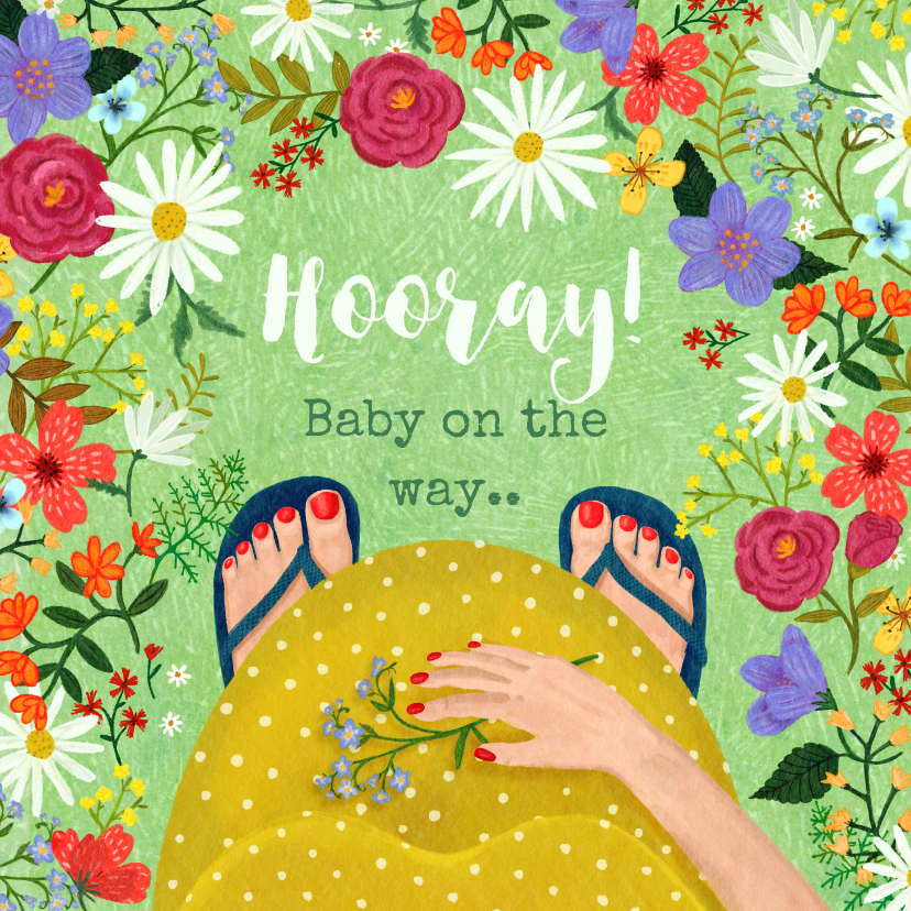 Felicitatiekaarten - Zwangerschaps felicitatiekaart dikke buik in bloemenveld