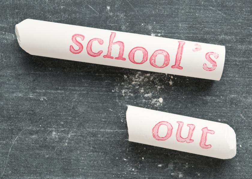 Geslaagd kaarten - SCHOOL-S OUT op wit krijtje