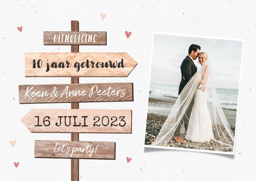 Jubileumkaarten - Jubileum uitnodiging wegwijzers hout foto huwelijk