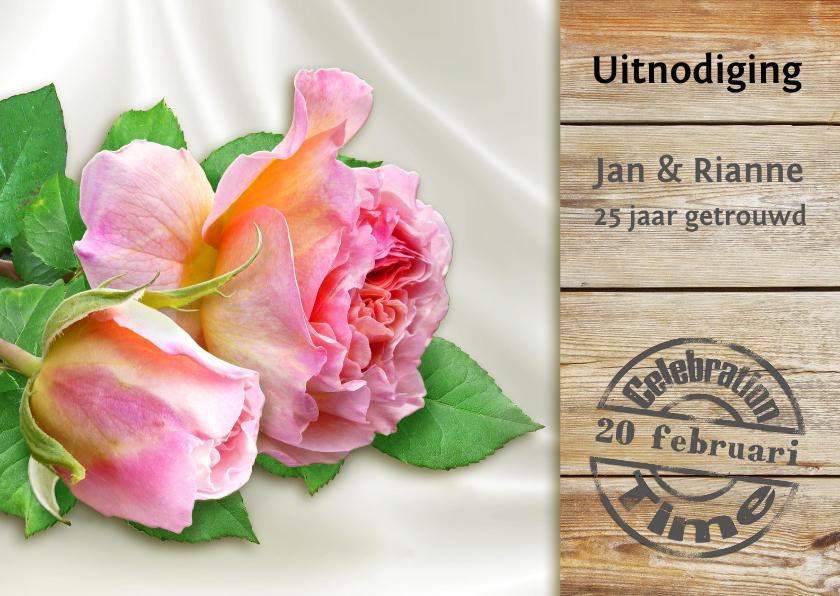 Jubileumkaarten - Mooie uitnodiging 2 rozen op satijn en steigerhout