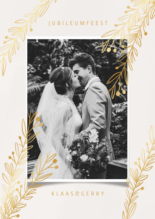 Jubileumkaarten - Stijlvolle jubileumkaart met goudlook takjes en foto