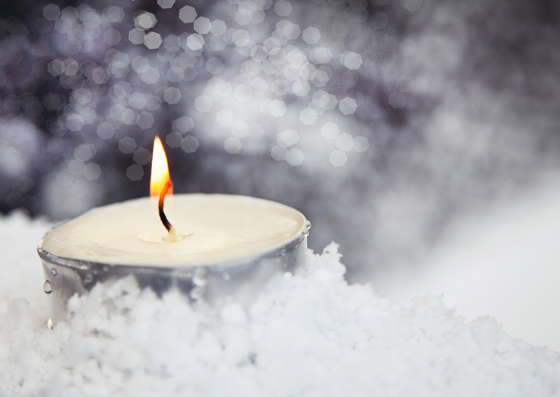 Kerstkaarten - candle in the snow