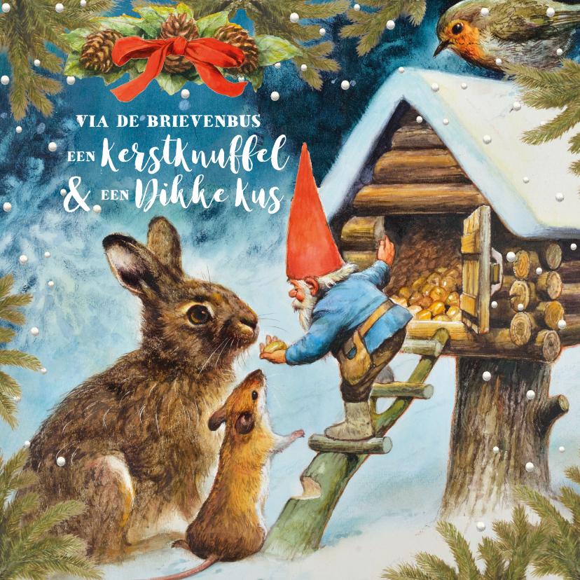 Kerstkaarten -  Een kerstknuffel en een dikke kus van de kabouter