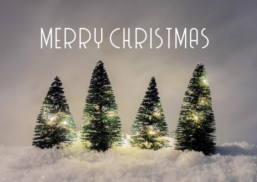 Kerstkaarten - Winterse kerstkaart met kerstbomen in sneeuw