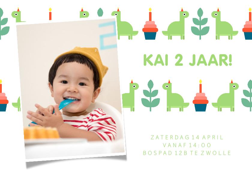 Kinderfeestjes - Kinderfeestje kaart met feestende dino's en foto