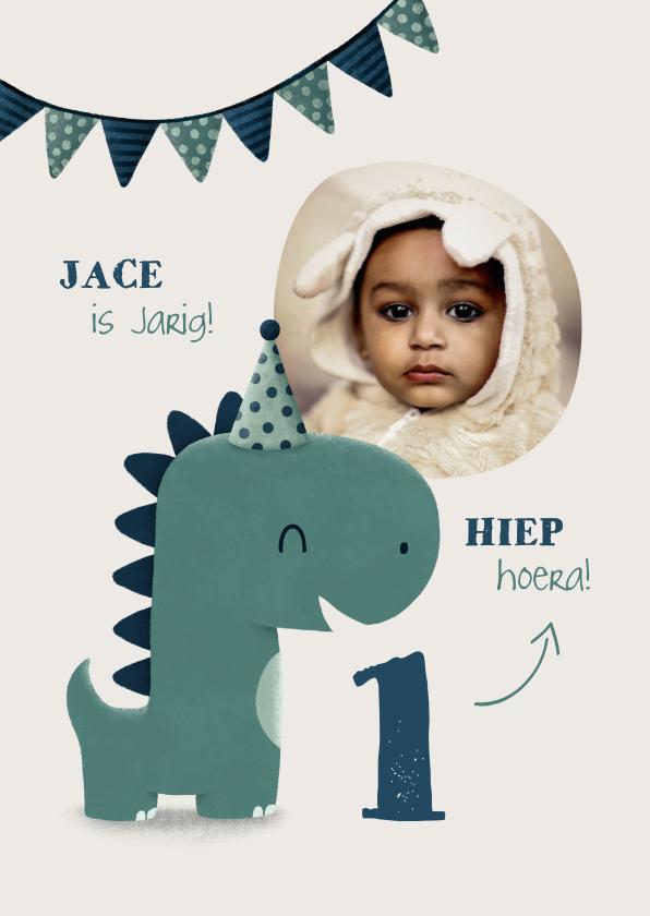 Kinderfeestjes - Kinderfeestje uitnodiging dinosaurus met hoedje en vlagjes