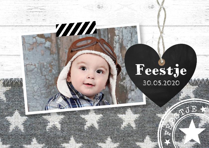 Kinderfeestjes - Uitnodiging kinderfeestje foto jongen hartje hout