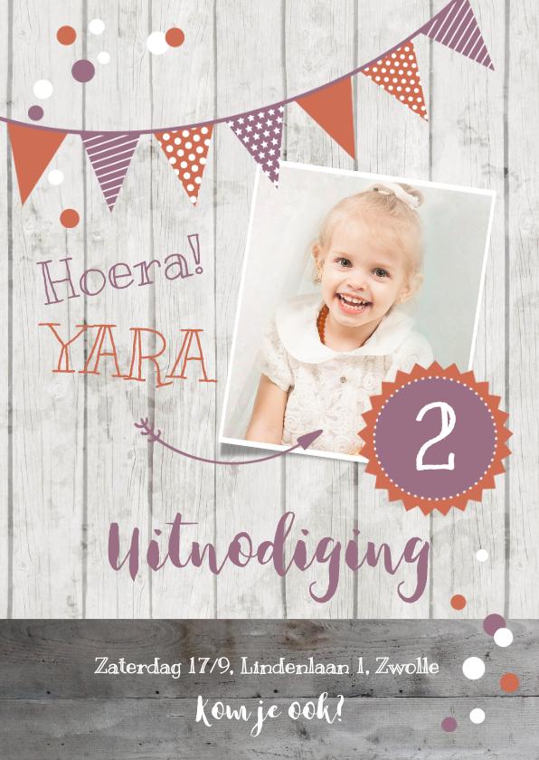 Kinderfeestjes - Uitnodiging kinderverjaardag roze foto, slinger en confetti