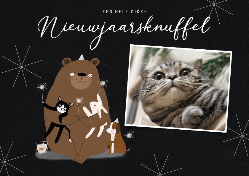 Nieuwjaarskaarten - Leuke nieuwjaarskaart dikke dieren knuffel illustratie foto