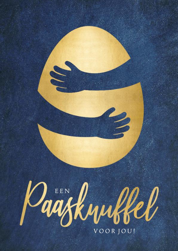 Paaskaarten - Stijlvolle paaskaart met gouden ei met knuffel omhelzing