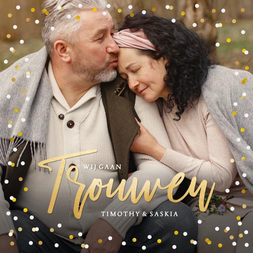 Trouwkaarten - Feestelijke en stijlvolle trouwkaart met foto en confetti