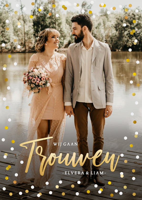 Trouwkaarten - Hippe staande trouwkaart met eigen foto en confetti kader