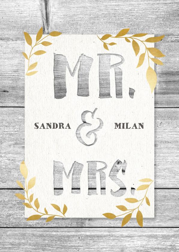 Trouwkaarten - Hippe trouwkaart met hout, papier en gouden takjes