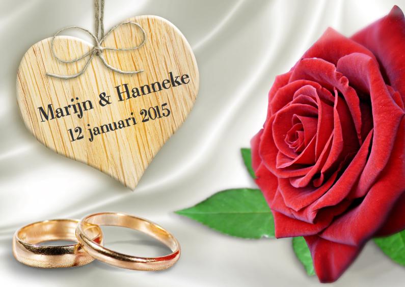 Trouwkaarten - Klassieke trouwkaart met ringen, hart en rode roos op satijn