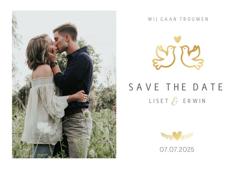 Trouwkaarten - Save the Date kaart klassiek wit met gouden duifjes en foto
