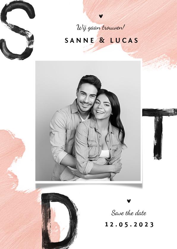 Trouwkaarten - Save the date trouwkaart verf zwart roze foto