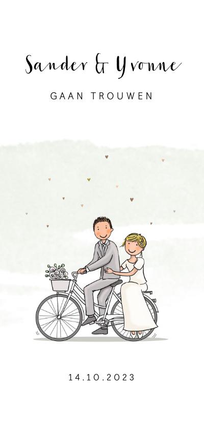 Trouwkaarten - Trouwkaart bruidspaar op fiets met hartjes