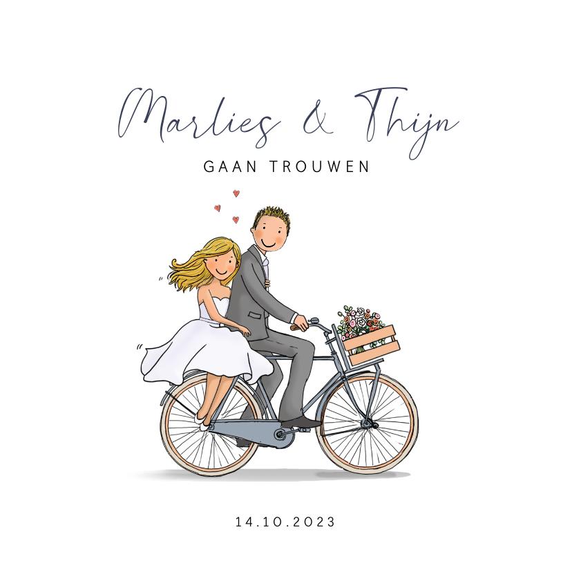 Trouwkaarten - Trouwkaart fiets met bruidspaar hartjes