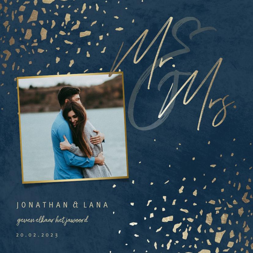 Trouwkaarten - Trouwkaart foto 'Mr & Mrs' donkerblauw met terrazzo patroon