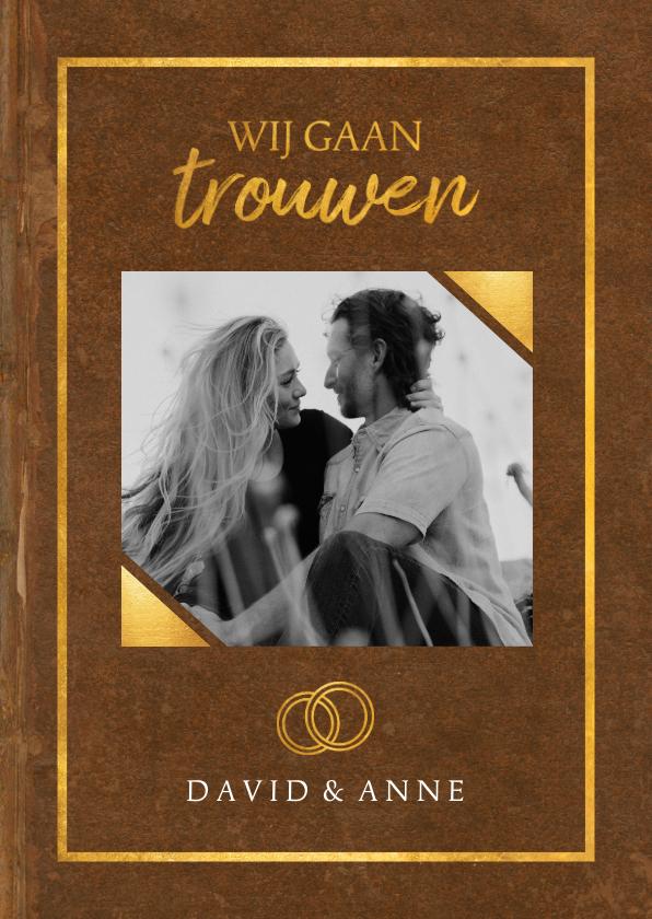 Trouwkaarten - Trouwkaart in trouwboek vorm met bruine kaft