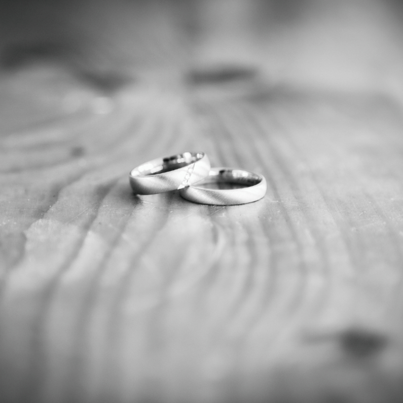 Trouwkaarten - two wedding rings