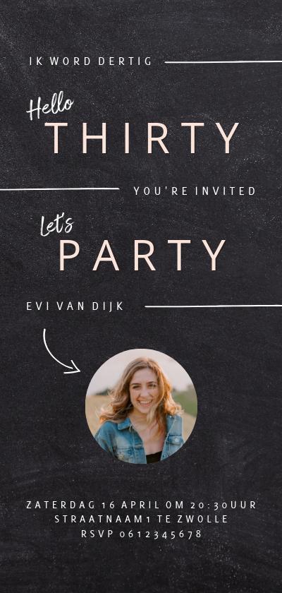 Uitnodigingen - Hippe uitnodiging verjaardagsfeest vrouw krijtbord look