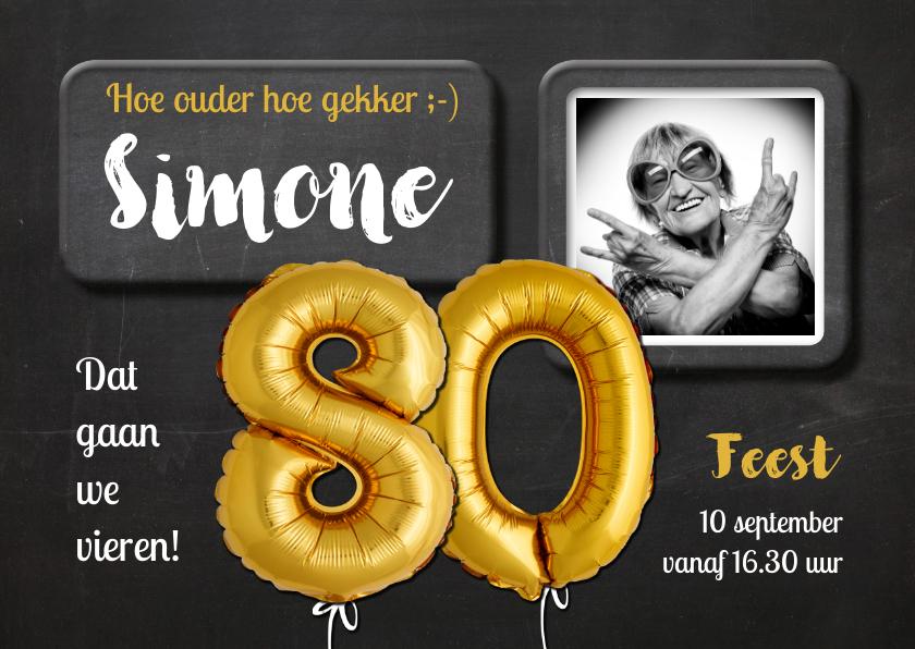 Uitnodigingen - Uitnodiging 80 jaar Ballon goud krijtbord