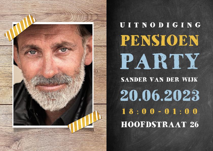 Uitnodigingen - Uitnodiging pensioen feest met hout, krijtbord en foto