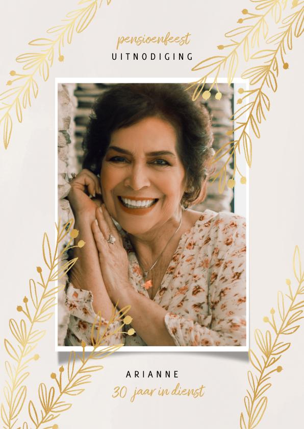 Uitnodigingen - Uitnodiging pensioenfeest vrouw met goudlook takjes en foto