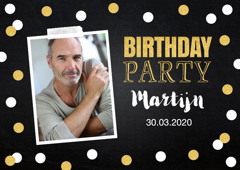 Uitnodigingen - Uitnodiging verjaardag foto confetti goud krijtbord
