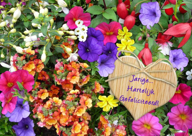 Verjaardagskaarten - Kleurrijke bloemenpracht in border met houten hartje