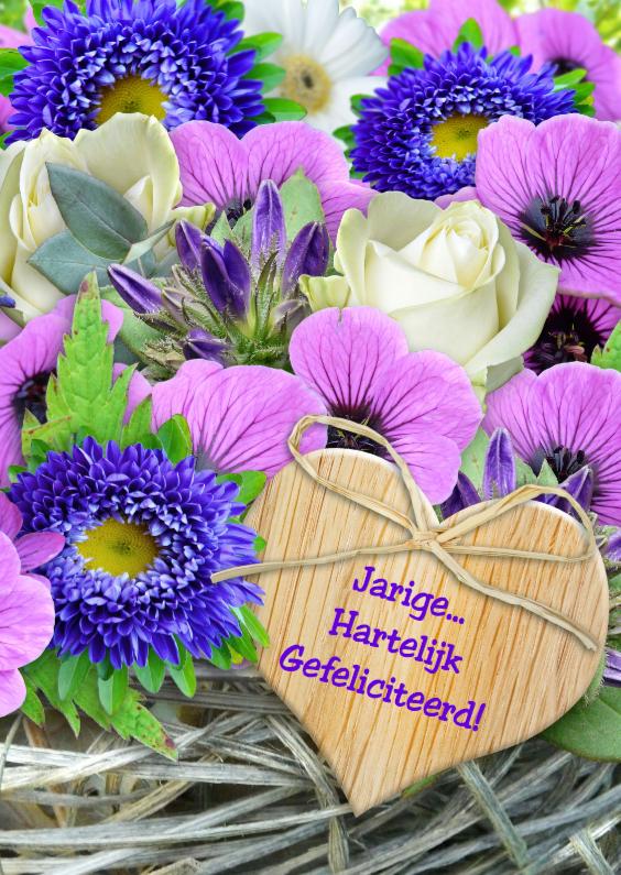 Verjaardagskaarten - Lila bloemen en vlechtwerk met houten hart