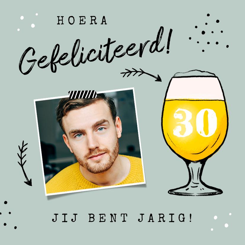 Verjaardagskaarten - Verjaardagskaart felicitatie man bier confetti pijltjes