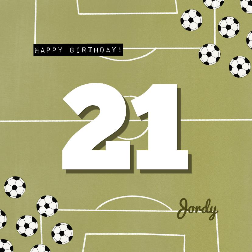 Verjaardagskaarten - Verjaardagskaart groen voetbal veld aanpasbare leeftijd