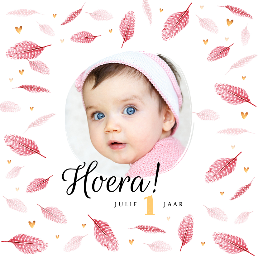 Verjaardagskaarten - Verjaardagskaart meisje roze veertjes gouden hartjes en foto