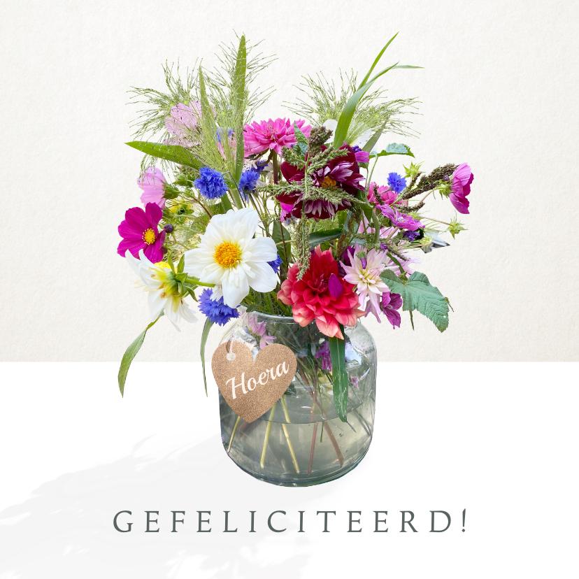 Verjaardagskaarten - Verjaardagskaart met bloemen - boeket in vaas met label
