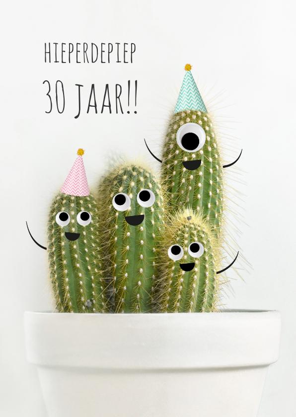 Verjaardagskaarten - Verjaardagskaart met vrolijke cactussen met ogen en hoedjes