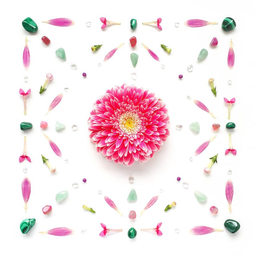 Vriendschap kaarten - Vriendschapskaart roze bloem en groene edelstenen
