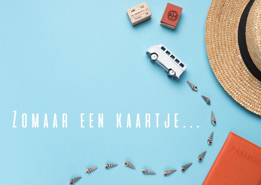 Zomaar kaarten - Zomaar een kaartje met een bus op blauwe achtergrond
